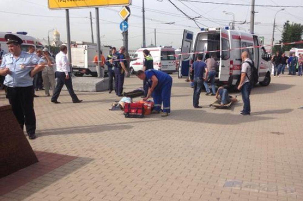 В результате трагедии погибли, по разным оценкам, около двадцати человек. Ещё несколько десятков доставлены в госпиталь.
