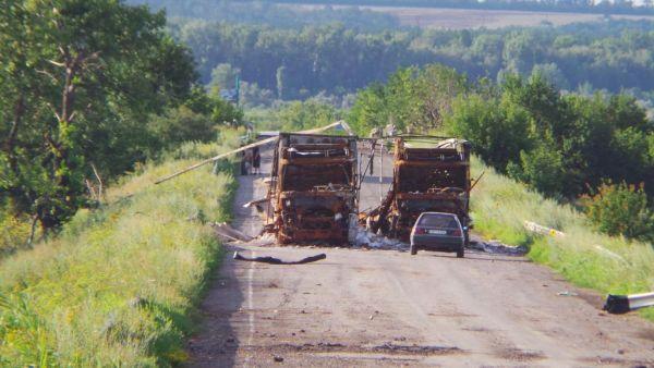 Сожженными автобусами перегородили автодорогу