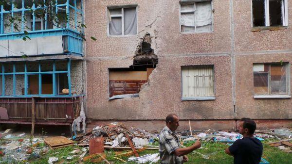 Дом в Славянске после обстрела
