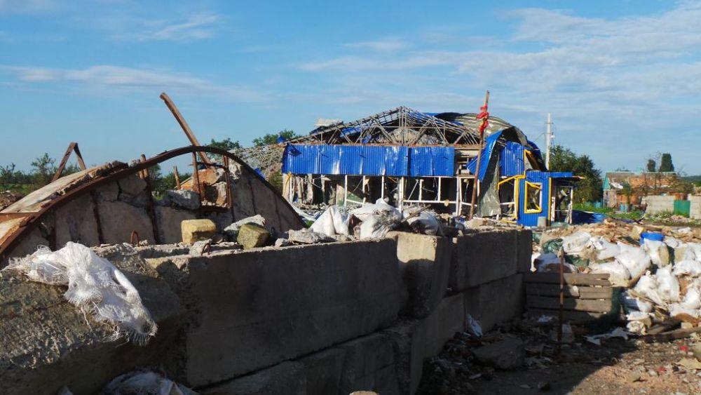 Разрушенное здание в Славянске