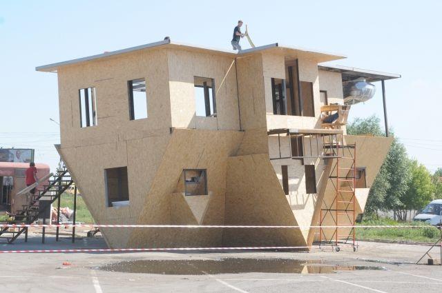 Необычный дом возводят перед «Континентом».