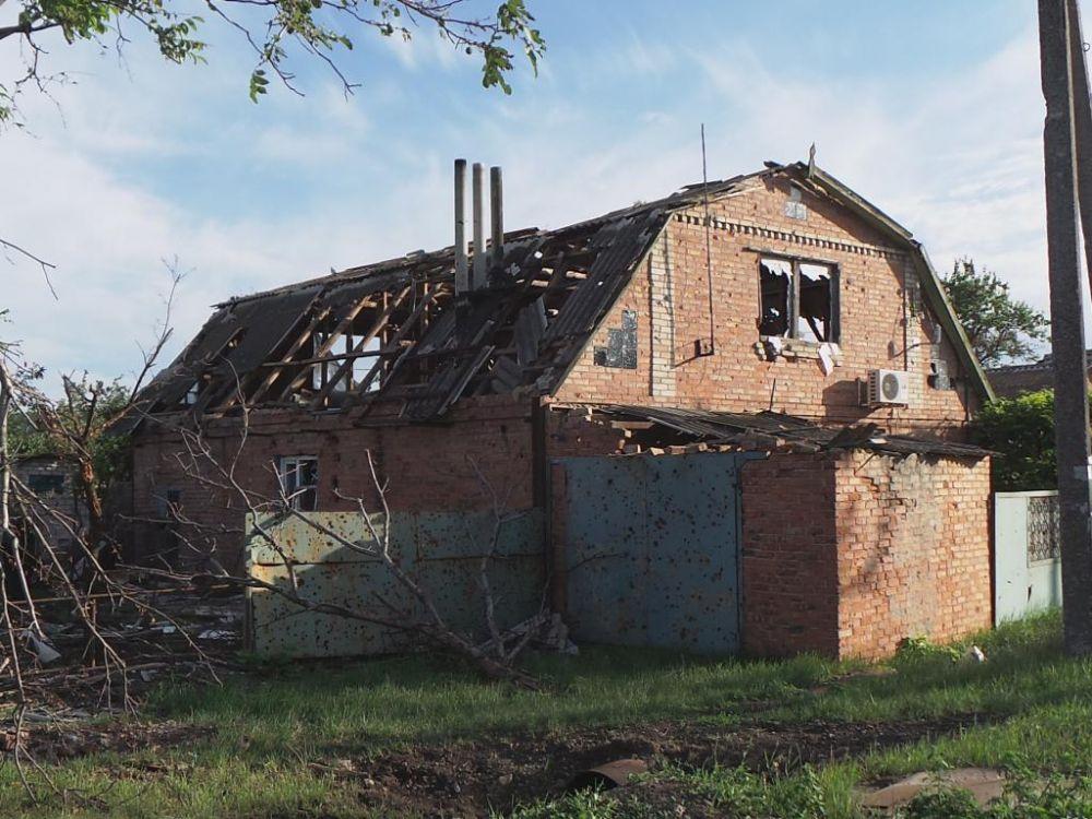 Частный дом после обстрела