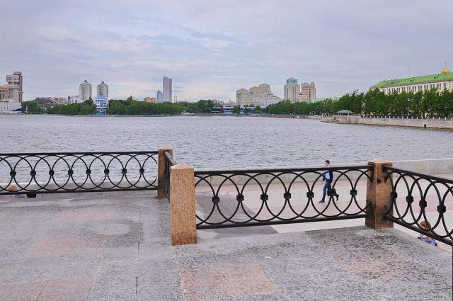 В Екатеринбурге завершен ремонт набережной Рабочей Молодежи
