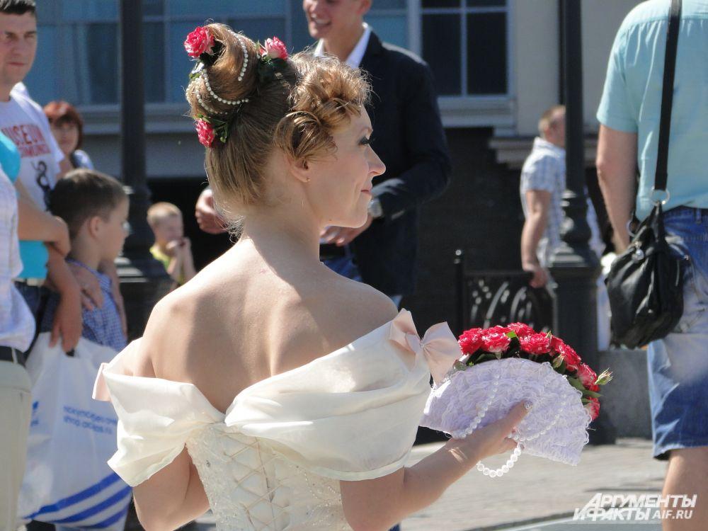 Невеста, сразившая всех своим необычным веером