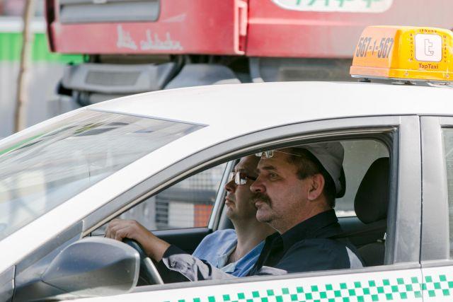 Отличить легальное такси от частника внешне невозможно.