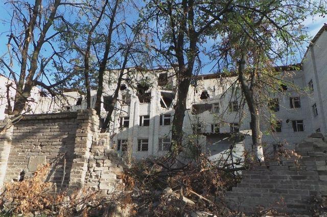 Разрушенные боевиками здания Славянска