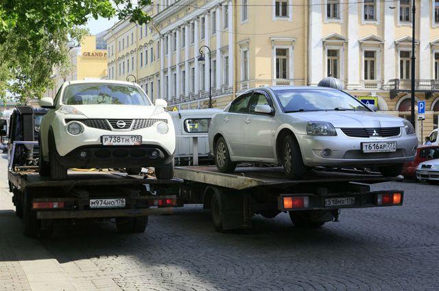 Эвакуаторы в Омске теперь будут работать за 2 400 рублей.
