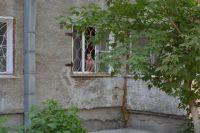 Сегодня решётки на окнах приобретают другой смысл: чтобы никто не выпал.