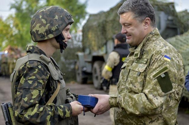 Петр Порошенко, президент Украины; военнослужащий украинской армии