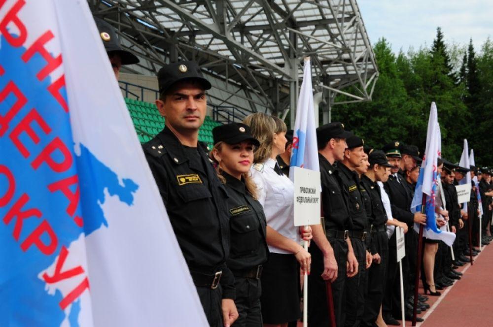 Всего в соревнованиях участвуют около 60 сотрудников Федеральной службы со всей страны.