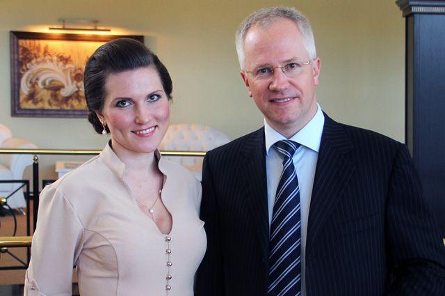 Алексей Коровин с директором по розничному бизнесу операционного офиса «Ульяновский» Анастасией Халили.