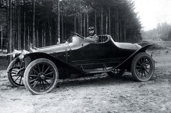 Россия быстро полюбила автомобили и уже в 1911 году в нашей стране построили первую гоночную машину – раллийный «Руссо-Балт С24/55». Автомобиль был построен на основе модели С24/30 и получил двигатель увеличенного объёма и карданный вал. На престижном Ралли Монако Андрей Нагель за рулём этой машины занял девятое место, но получил первые награды за навигацию и надёжность техники. Дистанцию гонки – 3257 км – он преодолел за 195 часов, двигаясь со средней скоростью 16,7 км/ч.
