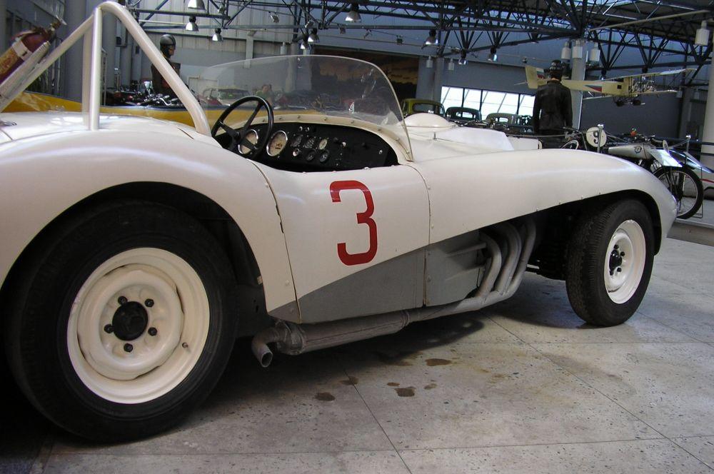 На заводе ЗИС, ныне называющемся ЗИЛ, в 1962 году были построены два экземпляра ЗИЛ-112С. С 1963 по 1965 годы этот спорткар установил пять всесоюзных рекордов скорости и принёс Геннадию Жаркову титул чемпиона СССР. Машина примечательна самоблокирующимся дифференциалом, новаторская по тем временам задняя подвеска, а также алюминиевый кузов и съёмное рулевое колесо.