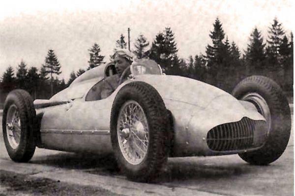 Попытки завоевать мировые трассы продолжились созданием машины «Сокол-650» - гоночного автомобиля класса Формула-2. При создании машины участвовали переселившиеся в СССР после войны немецкие инженеры Mercedes-Benz и Auto Union. Уникальной особенностью машины была заднемоторная компоновка, к которой Формула-1 пришла лишь через десять лет. К слову, «Сокол-650» мог в 1952 и 1953 годах принять участие в чемпионате мира, но из-за нехватки инженеров автомобиль был слишком медленным на соревнованиях Москвы, и Василий Сталин, один из идеологов проекта,  быстро потерял интерес.