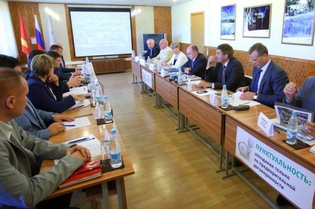 Коркинские бизнесмены пожаловались Дубровскому на административные барьеры