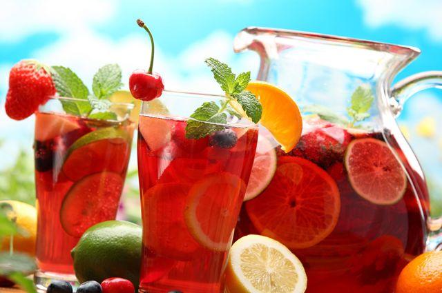 Лучше, чем напитки из свежих ягод и фруктов, в жару ничего не придумаешь.