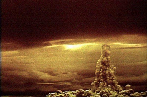 К 60-м годам ядерное оружие вышло на принципиально новый уровень – после испытаний «Царь-бомбы» советские учёные поняли, что теперь обладают технологиями, способными уничтожить планету целиком. После испытаний стало ясно, что военные, по сути, обладают оружием массового поражения неограниченной мощности. Мощность взрыва составила, по разным данным, 57-59 килотонн, превысив расчётную (51,5). Выделенная за 39 наносекунд энергия составила примерно 1% от выделяемой Солнцем энергии, огненный шар после взрыва мог бы достичь размеров Земли, однако этому помешала ударная волна, обогнувшая планету и по