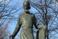 Памятник Андрею Рублёву у Спасо-Андроникова монастыря в Москве.