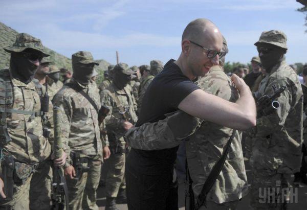 Премьер-министр с бойцами Национальной гвардии