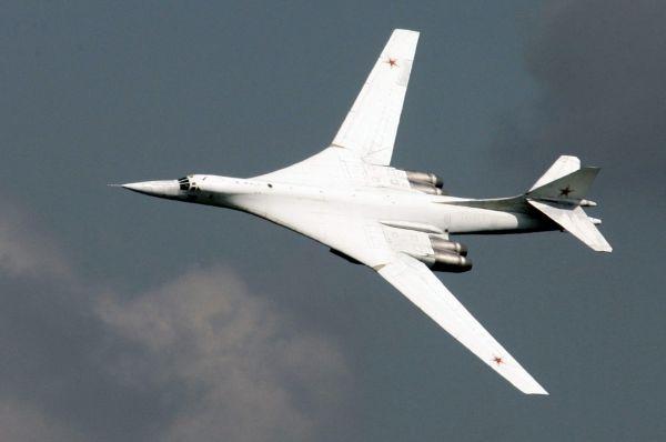 Ту-160 «Белый лебедь», по кодификации НАТО: «Blackjack» — («блэкджек»). Сверхзвуковой стратегический бомбардировщик-ракетоносец Ту-160 , прозванный пилотами «Белый лебедь» является самым тяжелым боевым самолетом в мире. Начало разработки самолета началась  в конце 1960-х, а на вооружение он был принят незадолго до распада СССР, в 1987 году. Стоимость одного самолета на 1993 год составляет 6-7,5 млрд рублей или 250 млн долларов.