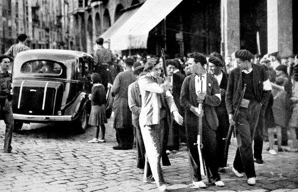 Череда правительственных кризисов, прокатившаяся по стране с 1931 по 1936 года, неуверенная политика правительства во главе  с консервативным либералом Нисето Алькала Самора,, неспособного вытащить страну из бедности и наладить стройную экономику, привела к нарастанию в обществе радикально настроенных политических сил — коммунистов, анархистов, фашистов.