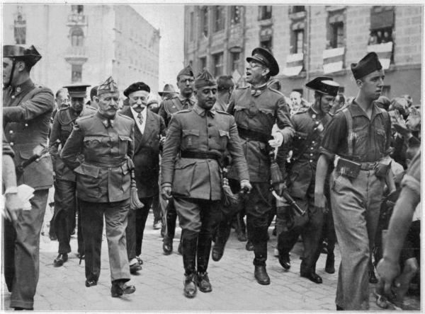 Генерал Франко, возглавлявший Африканскую армию националистов, 28 сентября 1936 года был выбран новым руководителем националистического движения. Ему присвоили титул генералиссимуса и каудильо (предводителя).
