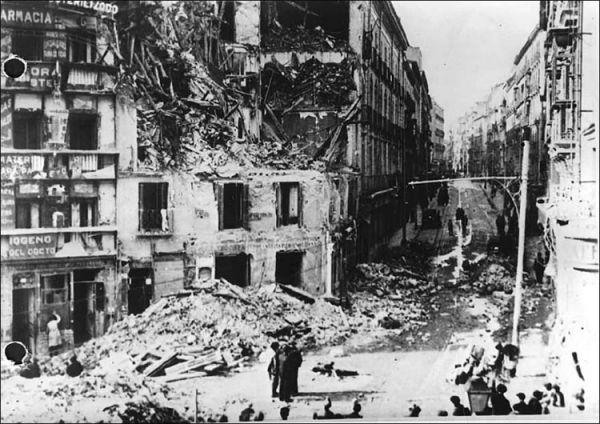 При значительной военной помощи СССР республиканцам удалось отстоять Мадрид в ходе ожесточённых боев за город, длившихся с 7-12 ноября. 29 декабря началось второе сражение за Мадрид, продолжавшееся 10 дней и названное позже «Туманным сражением», обе армии потеряли по 15 000 бойцов. Обе стороны потеряли надежду на быструю победу в войне.