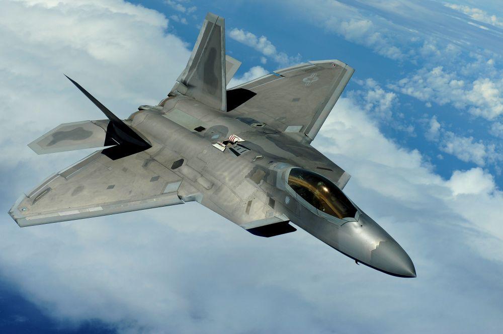 F-22 Raptor («Рэптор»). Многоцелевой истребитель пятого поколения, разработанный компаниями Lockheed Martin является самым дорогим истребителем в мире. Стоимость производства одного самолёта оценивается в 146,2 млн долларов, а полная цена с учётом проектирования и косвенных затрат на производство составляет 350 млн. Интересно, что стоимость 19,7 тонн чистого золота (вес пустого F-22A) составляет примерно те же 350 млн долларов. Именно поэтому этот истребитель иногда называют «золотым самолетом». Высокая стоимость программы заставила разработчиков перейти к разработке F-35, цена которого ниже.