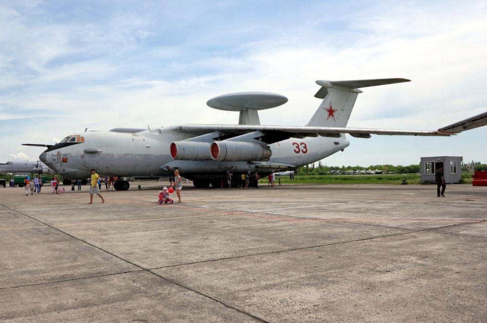 А-50 (изделие «А»), по кодификации НАТО:  «Mainstay» («Оплот»). Российский самолёт дальнего радиолокационного обнаружения и управления, создан на базе военно-транспортного Ил-76МД. А-50 применяется для обнаружения и сопровождения воздушных целей и кораблей, управления самолётами истребительной и ударной авиации при их наведении на воздушные, наземные и морские цели, а также он может воздушным командным пунктом. Стоимость одного самолета – 330 млн долларов. Всего построено около 40 машин.