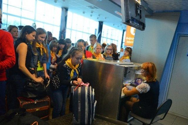 Омские дети отправились отдыхать в Крым.