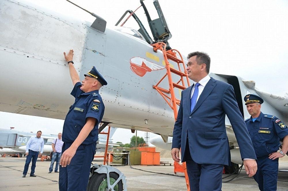 Владимир Миклушевский посетил летную эскадрилью, где встретился с личным составом.