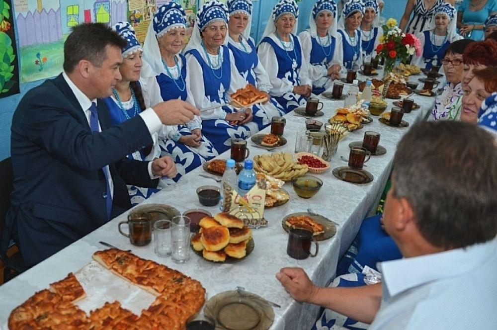 Владимир Миклушевский посетил дом культуры в селе Достоевка.