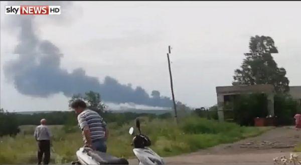Некоторые очевидцы сумели зафиксировать момент падения самолета