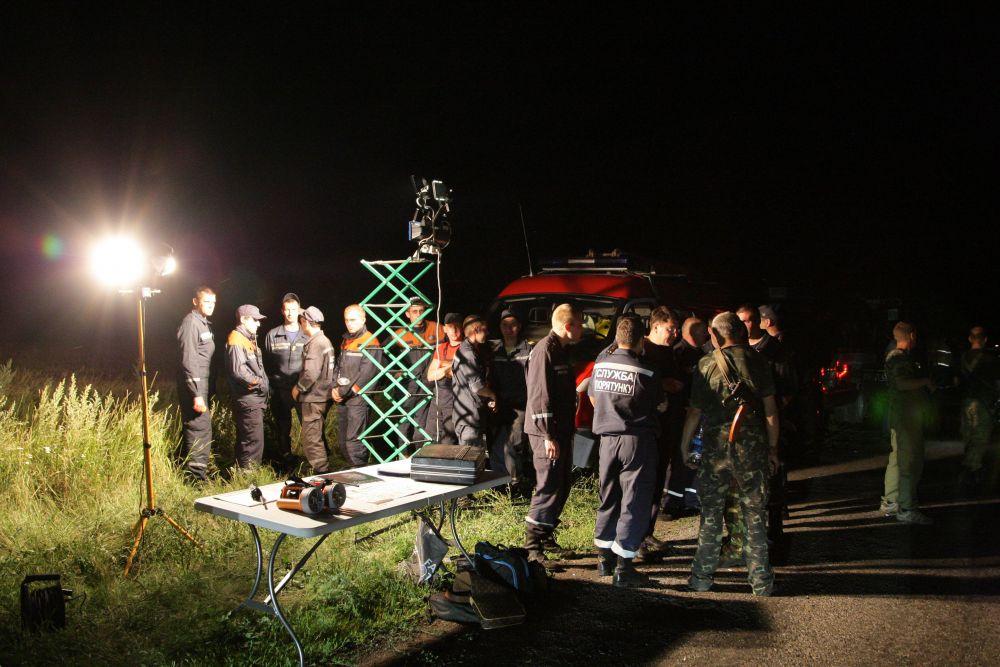 Спасатели на месте крушения самолета