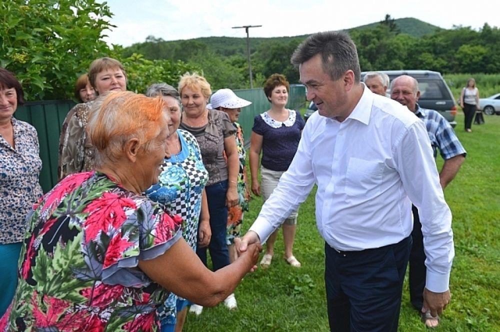 В селе Булыга-Фадеева Владимир Миклушевский зашел в гости к семье Рудник.
