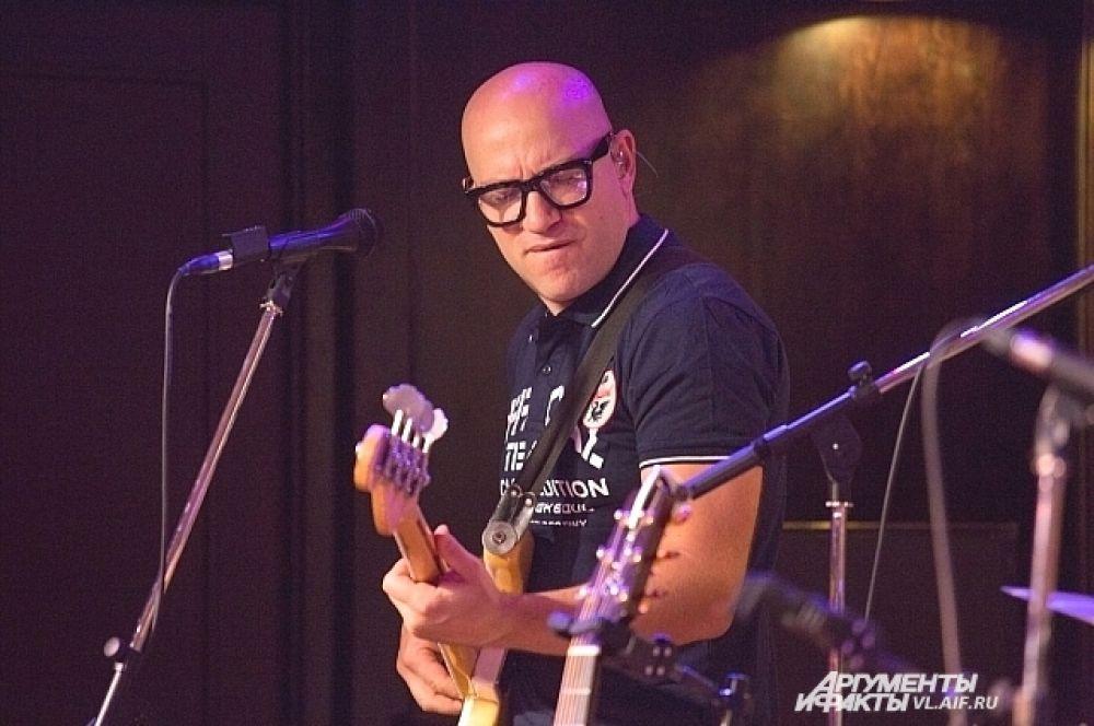 Михаил Грачев, бас-гитарист группы «Браво» с 2011 года.