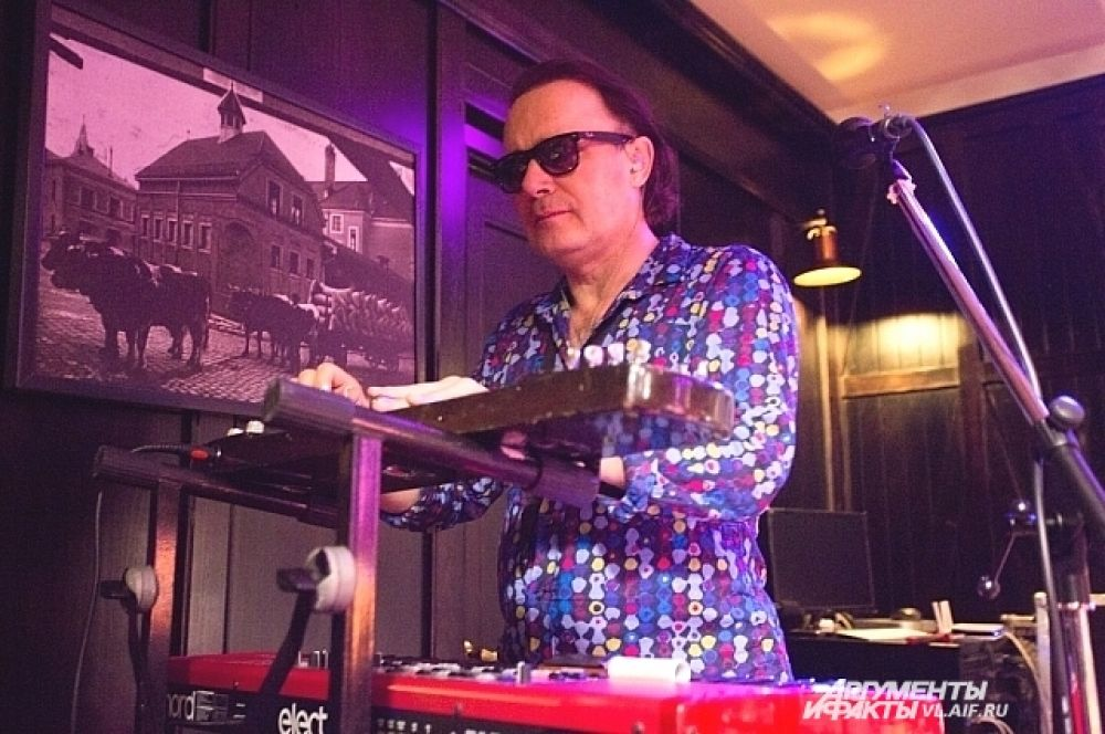 Александр Степаненко - мультиинструменталист, один из первых участников группы «Браво».