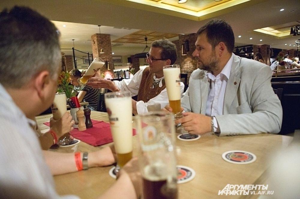 Хозяин ресторана раскрыл журналистам секрет - как распознать действительно свежее пиво.