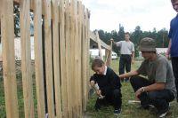 Сначала забор новый, а там и на новый дом родители заработают.