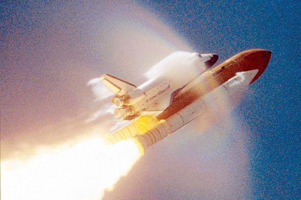 Впоследствии шаттлы на протяжении нескольких лет совершали челночные полёты для сборки МКС и транспорта космонавтов на борт станции. Последним полётом по программе Space Shuttle стала доставка оборудования на МКС шаттлом «Атлантис». После его приземления программа была завершена. На фото: «Атлантис» проходит звуковой барьер при взлёте.