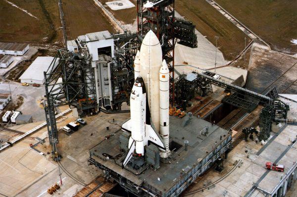 Инженеры разработали двухступенчатую систему старта – выводившая шаттл на орбиту ракета позже сгорала в атмосфере, полёт продолжал только корабль. Такой ход позволял сэкономить на строительстве корабля и не требовал принципиального изменения инфраструктуры космодромов.