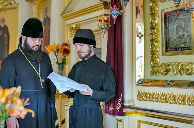 Священники Крестовоздвиженского собра постоянно получают письма о чудесах образа Богоматери.