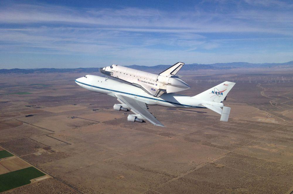 Space Shuttle стала одной из важнейших космических программ в истории человечества. Все действующие шаттлы были списаны и больше не применяются. «Дискавери» сейчас хранится с Национальном музее авиации и космонавтики в Вашингтоне. За 30 лет эксплуатации американские шаттлы 21 152 раза пролетели вокруг Земли, общая протяжённость полётов составила свыше 870 миллионов километров, этими кораблями на орбиты были выведены 1 600 тонн полезных грузов, 355 астронавтов и космонавтов отправлялись в космос на шаттлах.