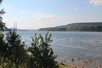 Каждый год кемеровчане спасаются от жары, купаясь в Томи.