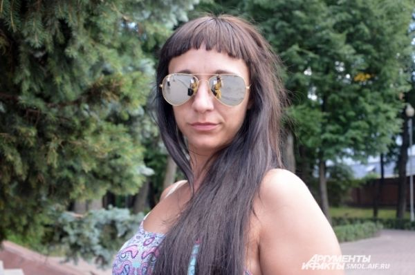 Алена Ковалева, менеджер: «Весь мой отдых проходит в Смоленске, чтобы как-то разнообразить его, выбираюсь на озеро в область, покупаться и позагорать».