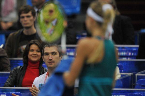 Овечкин болеет за Кириленко в спортивном комплексе «Олимпийский» во время 1/4 финала Кубка Кремля — ноябрь 2012 года.