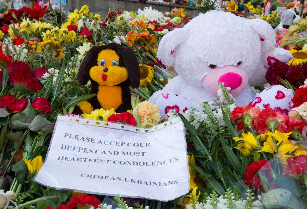 Украинцы скорбят по погибшим европейцам в «Боинг-777» вместе с миром