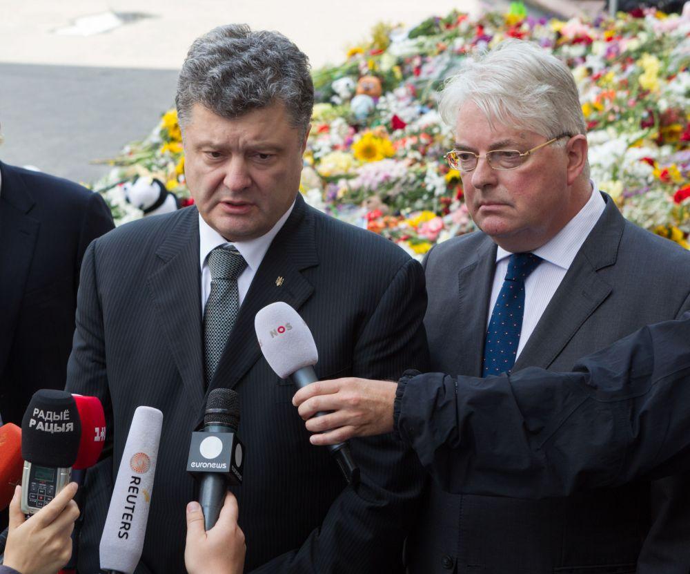 Петр Порошенко почтил память жертв авиакатастрофы, в которой разбился «Боинг-777»