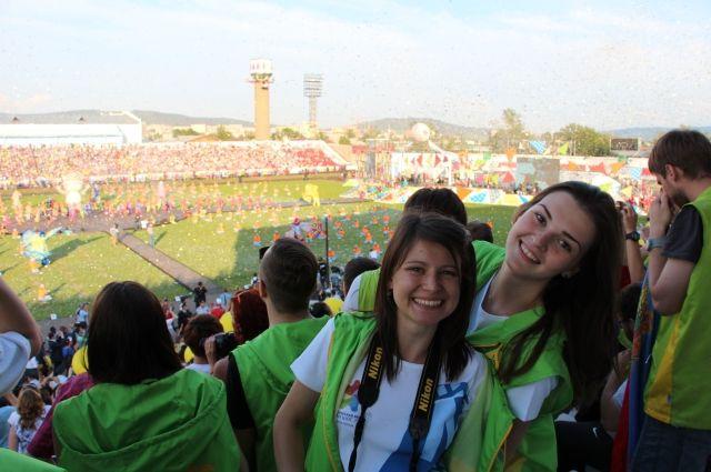 Студенток из Кузбасса узнавали сразу – по милым улыбкам и зелёным жилетам.