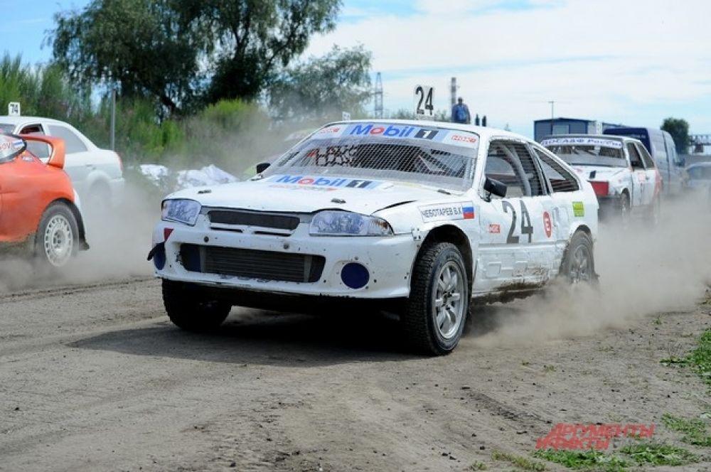 Автогонки прошли в Омске.
